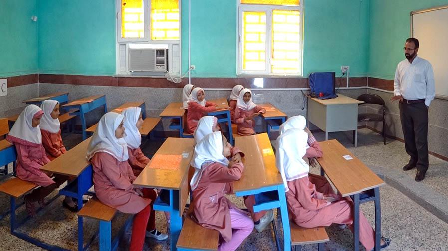 دست یاری بنیاد برکت به سوی کودکان بازمانده از تحصیل
