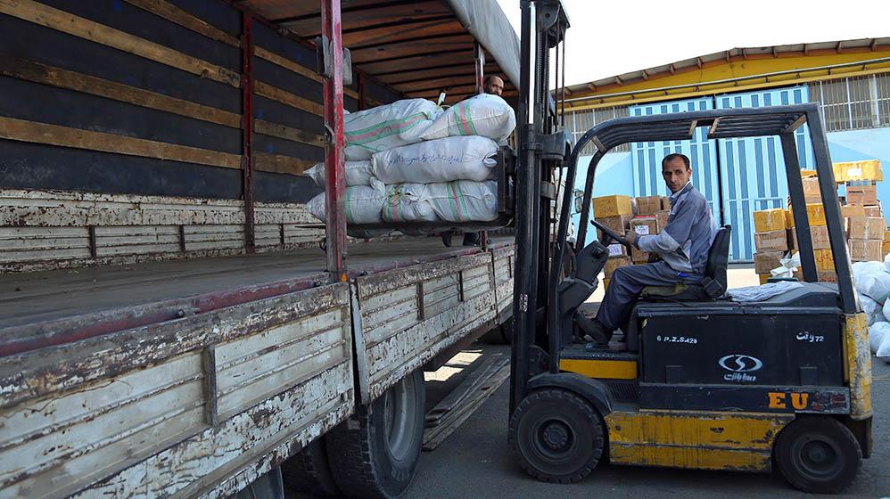 هناك شحن 150 طن من السلع الضروریة الی المناطق المنكوبة بالزلزال.