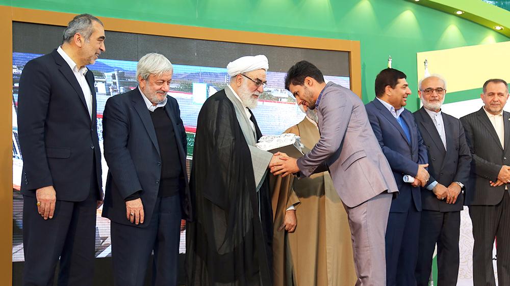تجلیل از پیمانکاران سازندهی مدارس برکت که در زلزلهی کرمانشاه کاملاً سالم ماندهاند